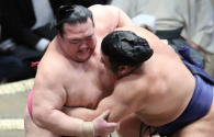Sumo wrestling: Brutal knockouts compilation (VIDEO)